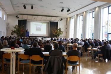 Begrüßung zur Fachtagung durch Bürgermeister<br />Rainer Haußmannin der Schloßberghalle, Dettingen/Teck