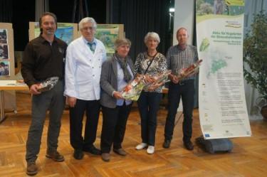 Herr Kottmann (2.v.l.), Vorstand der Jury des Kuchenwettbewerbs, mit den Gewinnern des Kuchenwettbewerbs.