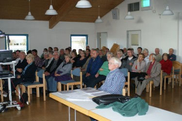 Aufmerksame Zuhörer bei den verschiedenen Vorträgen während dem Markt.
